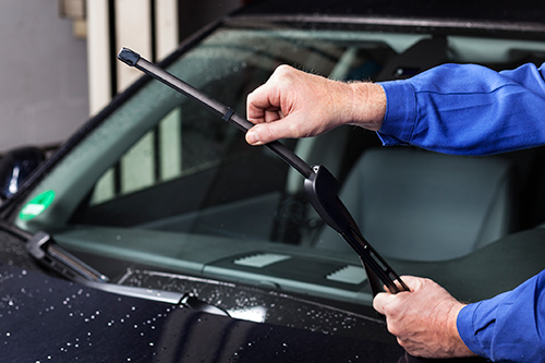 fixing-windscreen-wipers